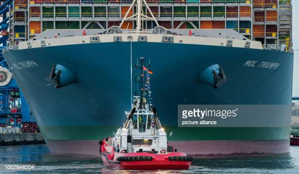 The container ship MOL Triumph accompanied by a tug boat docks at the Burchardkai Terminal in Hamburg Germany 15 May 2017 At 400 metres long the MOL...