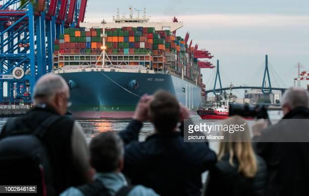 The container ship MOL Triumph docks within view of the Koehlbrandbruecke bridge at the Burchardkai Terminal in Hamburg Germany 15 May 2017 At 400...