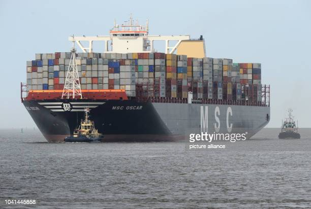 The container ship with the currently biggest load-bearing capacity worldwide, the 'MSC Oscar', arrives at the container terminal in Bremerhaven,...