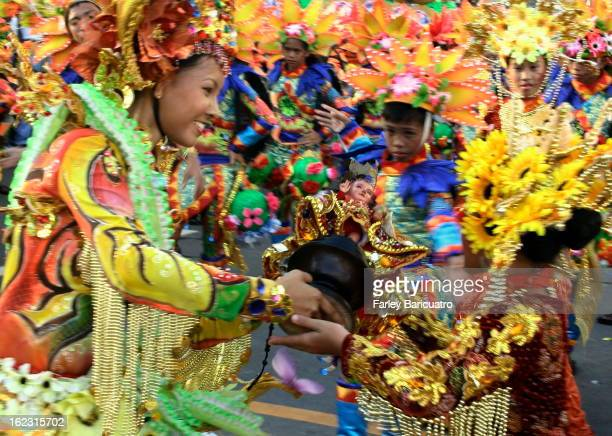CONTENT] The contingent from San Carlos City of nearby Negros Oriental spared no expense in promoting their Pintaflores festival by sending a...