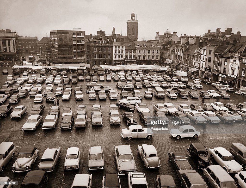 The Cooper Collection. Circa 1960's. Northampton Town. England. The Market Square with cars parked, looking south. : News Photo