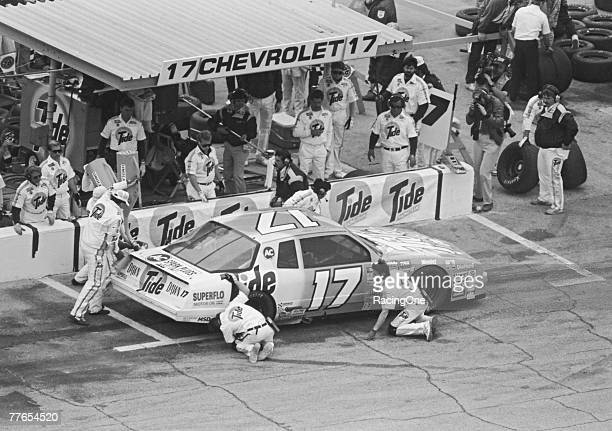 The coordinated pit crew ballet in NASCAR racing handles basic racing needs in seconds Here 1989 Daytona 500 winner Darrell Waltrips crew gets him in...