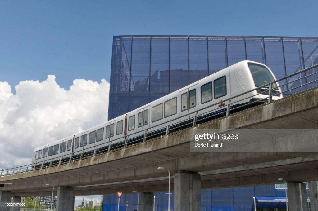 The Copenhagen metro on a bridge before the stop at DR-byen : Foto de stock