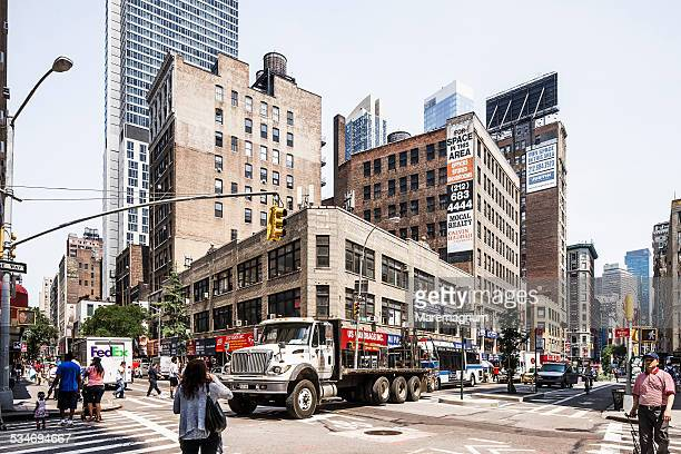 the corner between broadway and w29th street - between stock pictures, royalty-free photos & images
