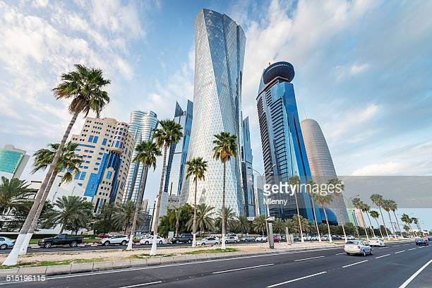 the corniche of doha, qatar - doha stockfoto's en -beelden