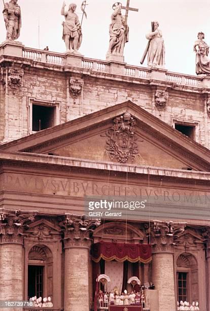 The Coronation Of Pope John Xxiii Rome 5 novembre 1958 Lors de son couronnement vue du balcon où le pape JEAN XXIII assis sur un trône protégé d'un...
