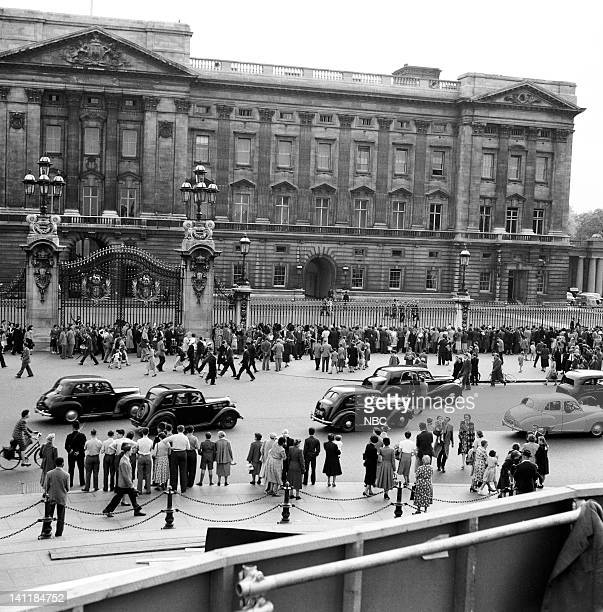 NBC NEWS 'The Coronation of Queen Elizabeth II' Pictured Spectators gather outisde of Buckingham Palace during the coronation of Queen Elizabeth II...