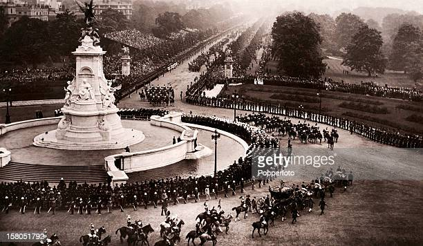 The coronation procession of King George V and Queen Mary passes the Queen Victoria Memorial and heads up The Mall in London on 22nd June 1911