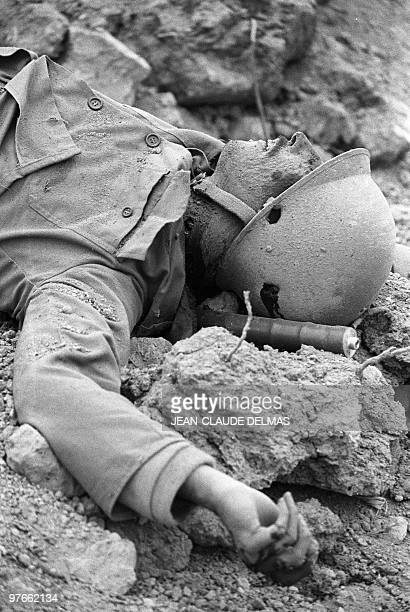 The corpse of an Iranian soldier lays on the ground at alHoweizah marshes north of Basra 18 March 1985 after a fierce battle opposed Iraqi and...