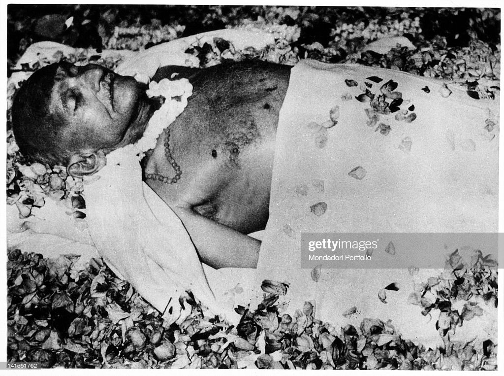 The corpse of the Mahatma Gandhi lying covered with flowers. New Delhi, 31st January 1948