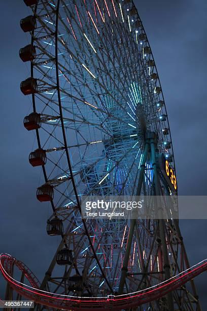 The Cosmo Clock ferris wheel in Yokohama, Japan, shortly after dark.