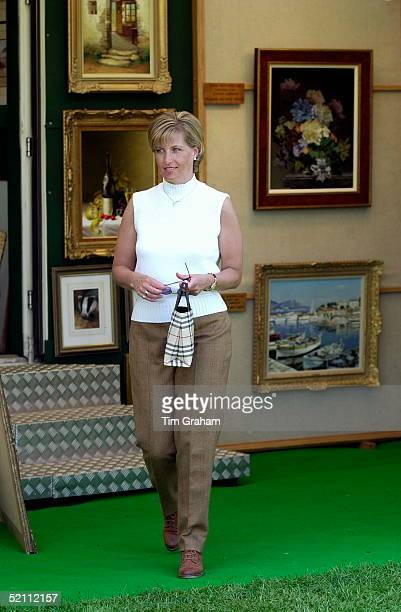 The Countess Of Wessex [formerly Sophie Rhysjones] At The Royal Windsor Horse Show She Was Looking At Paintings In One Of The Shops