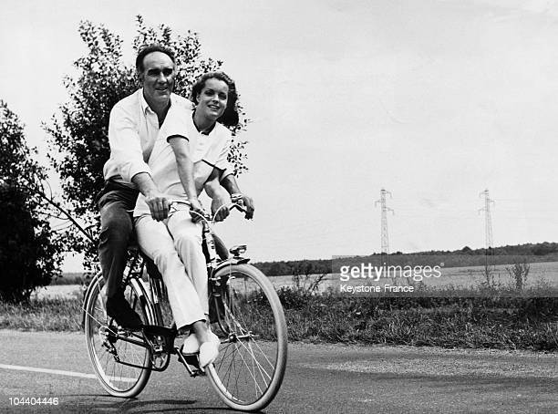 The countryside of the Ile de France region the French actor Michel PICCOLI and the Austrian actress Romy SCHNEIDER went on a bicycle ride before the...