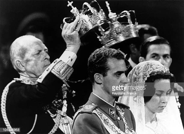 The couple JUAN CARLOS of BOURBON prince of Spain and Princess SOFIA of Greece being coronated by King PAUL I of Greece, SOFIA's father during the...