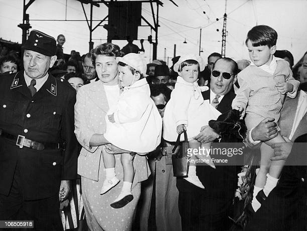 The Couple With The Twins Isabella And Isotta And Their Son Ingmar Rossellini At Munich Station To Promote The Movie Jeanne Au Bucher