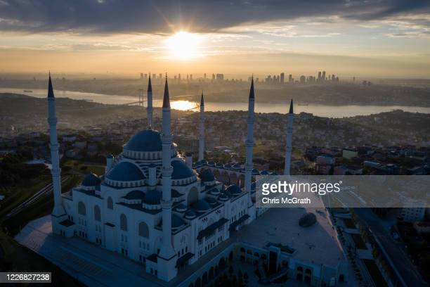 The courtyard and surrounding roads of the closed Grand Camlica Mosque are seen empty on the first day of the Muslim holiday of Eid alFitr during a...