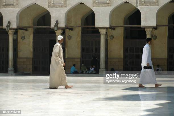 the courtyard of al-azhar mosque, cairo - argenberg imagens e fotografias de stock