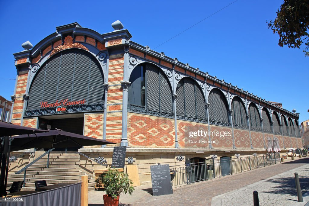 The Covered market and outside restaurant in Albi, Tarn, France. : Stock Photo