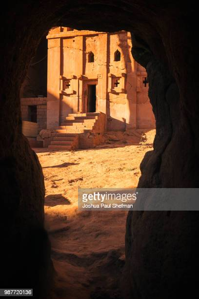 the crack in the wall - ancient stock pictures, royalty-free photos & images