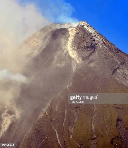 The crater of the Mayon volcano is seen from the city of Legazpi in Albay province 330 kms southeast of Manila on December 27 2009 The rumbling Mayon...