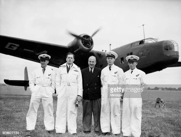 The crew of GAFRL Handley Page HP54 Harrow of Flight Refuelling Ltd pose with Sir Alan Cobham before a demonstration of inflight refuelling 28th July...