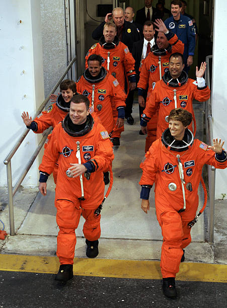 space shuttle discovery crew - photo #13