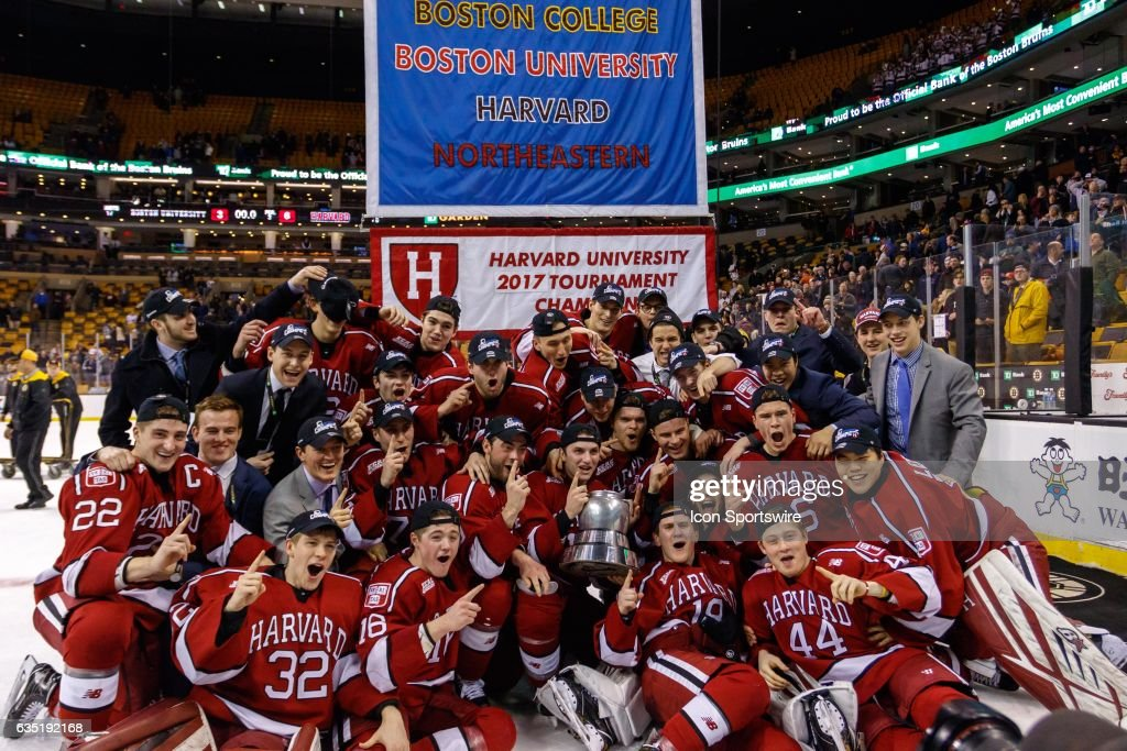COLLEGE HOCKEY: FEB 13 Beanpot Championship Game - Harvard v Boston U : News Photo