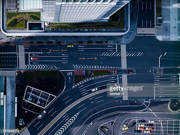 the crossing way of marunouchi in tokyo - overhead view of traffic on city street tokyo japan stock photos and pictures