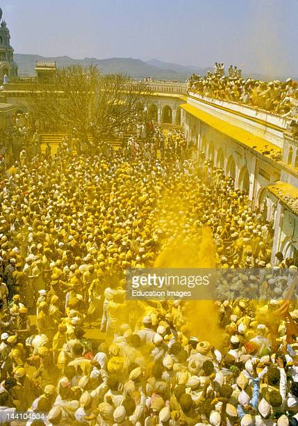 The Crowd On The Battlements Participate In A Ritual By Showering Turmeric Powder As The Palanquin Circumvent The Temple Jejuri Maharashtra India