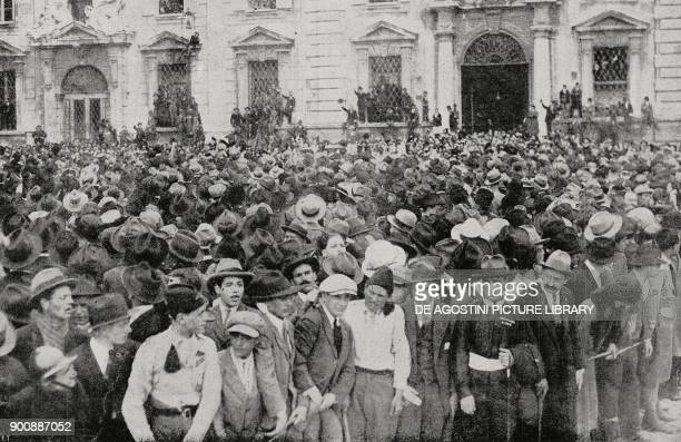 The crowd waiting for Benito Mussolini to leave the Quirinale Palace Rome October 30 March on Rome Italy from L'Illustrazione Italiana Year XLIX No...