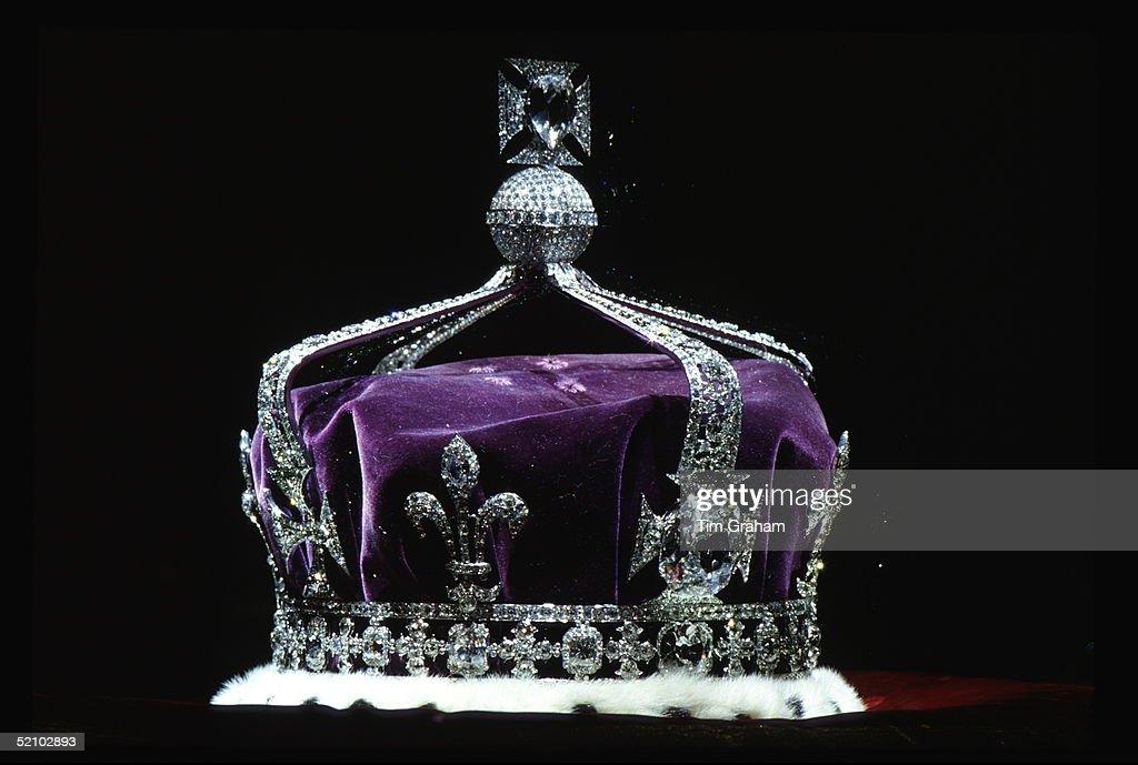 Crown Koh-i-noor Diamond : News Photo