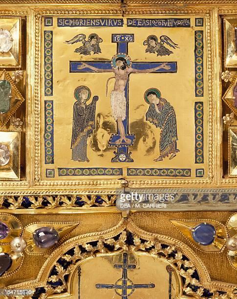 The crucifixion Pala d'Oro altarpiece St Mark's Basilica Venice Goldsmith art Italy 12th14th century Detail
