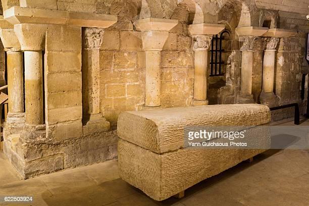 the crypt, basilica of saint denis, saint denis, france - クリプト ストックフォトと画像