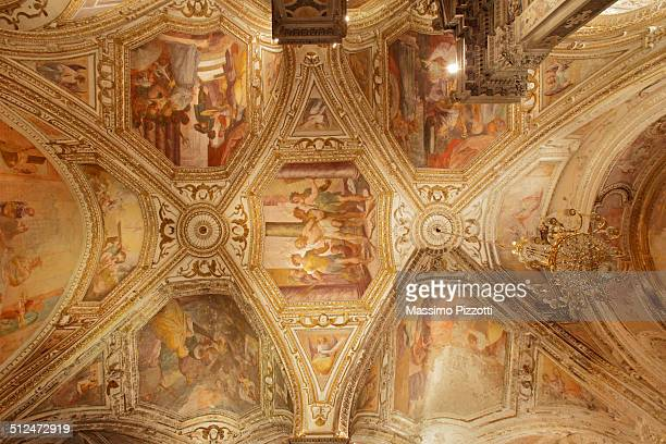 the crypt of st. andrew at amalfi cathedral - massimo pizzotti foto e immagini stock