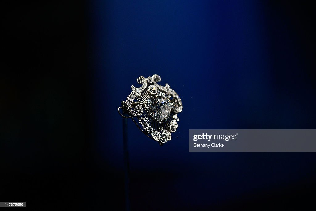 Press Preview Of Diamonds Exhibition At Buckingham Palace To Celebrate The Queen's Diamond Jubilee : News Photo
