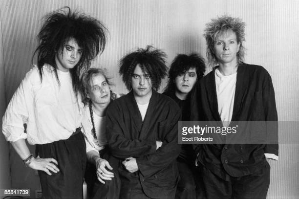 HALL Photo of The CURE and Simon GALLUP and Porl THOMPSON and Robert SMITH and Lol TOLHURST and Boris WILLIAMS Posed group portrait LR Simon Gallup...
