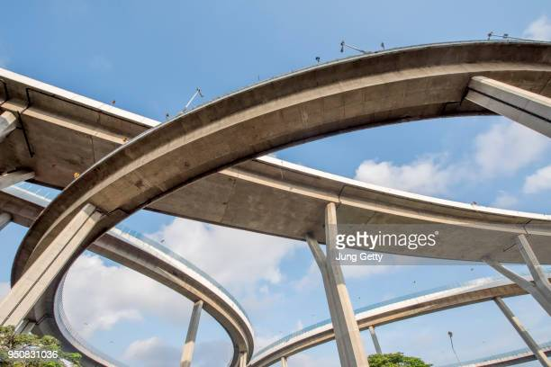 the curve of suspension bridge high way - interchange stock pictures, royalty-free photos & images