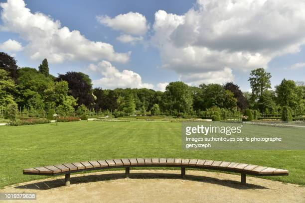 the curve wooden bench - mechelen stock pictures, royalty-free photos & images
