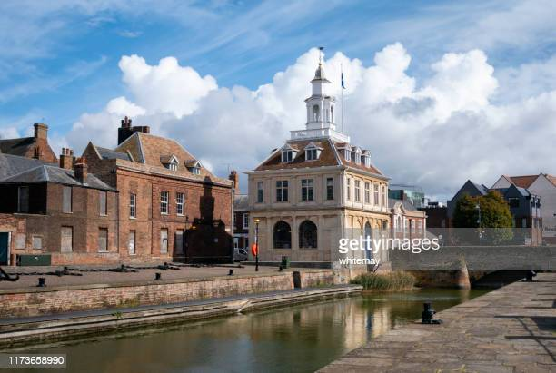 the custom house and purfleet, king's lynn, norfolk - king's lynn stock pictures, royalty-free photos & images
