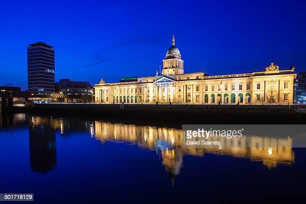 The Custom House in Dublin at dusk