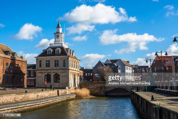the customs house on the historic purfleet quay in kings lynn, norfolk, england, united kingdom, europe - king's lynn stock photos and pictures