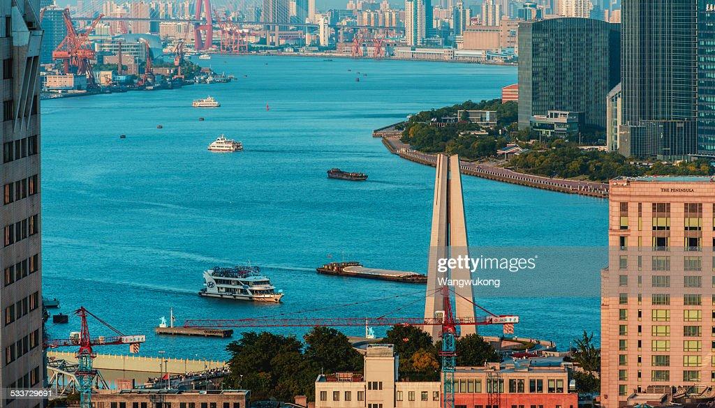 the cyan Huangpu River : Foto stock