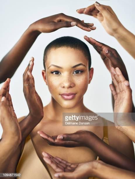 o ciclo de vida começa com uma mulher - melanina - fotografias e filmes do acervo