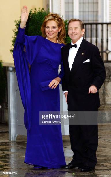 The Czech Republic's former President Vaclav Havel and his wife Dagmar Veskrnova Havel arrive to attend a gala dinner at El Pardo Royal Palace on May...