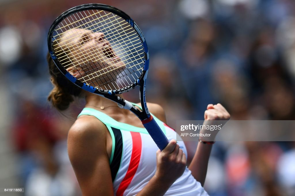 TOPSHOT - The Czech Republic's Karolina Pliskova celebrates defeating China's Shuai Zhang during their 2017 US Open Women's Singles match at the USTA Billie Jean King National Tennis Center in New York on September 2, 2017. Pliskova advanced to the fourth round of the US Open with a 3-6, 7-5, 6-4, win. / AFP PHOTO / Jewel SAMAD