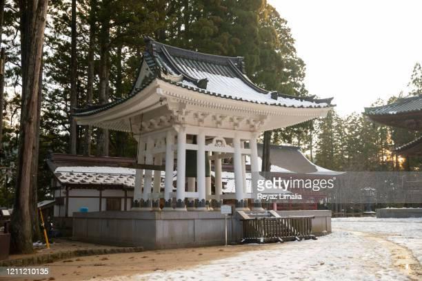 the daito bell tower - danjo garan stock-fotos und bilder