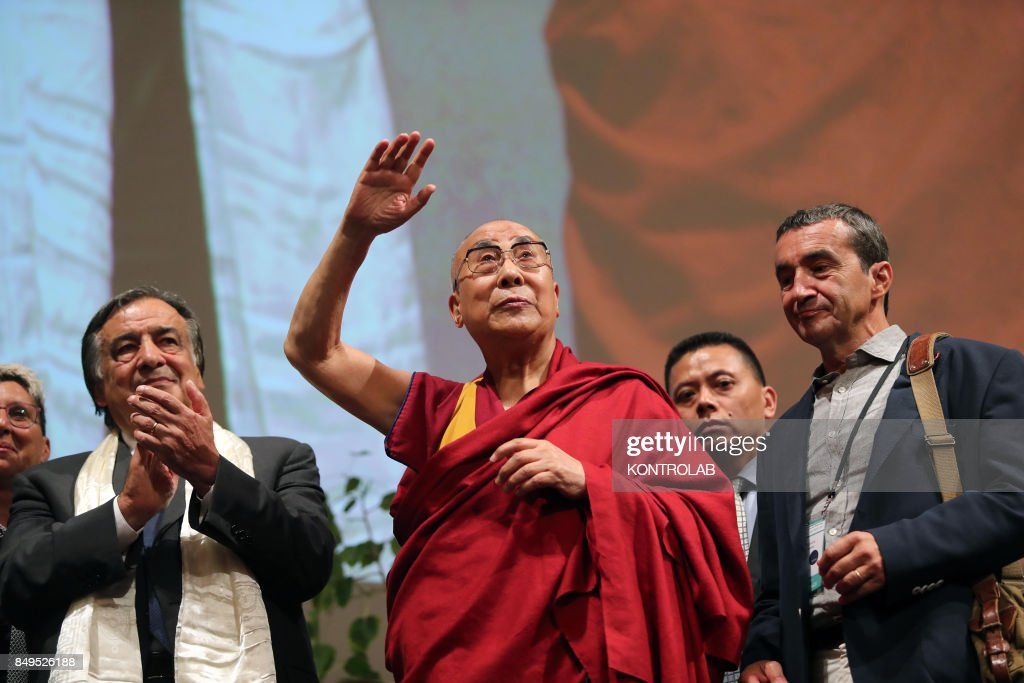 The Dalai Lama in Theater Massimo, with mayor Leoluca... : Photo d'actualité