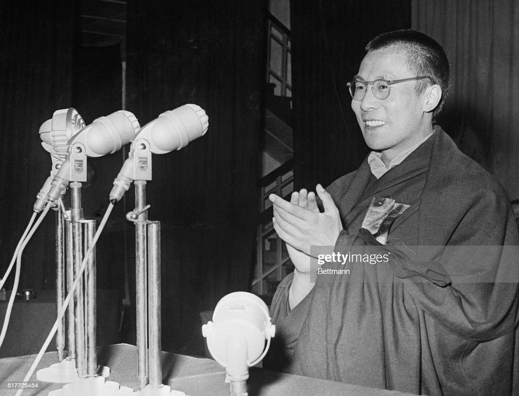 Dalai Lama Makes a Speech : Nyhetsfoto