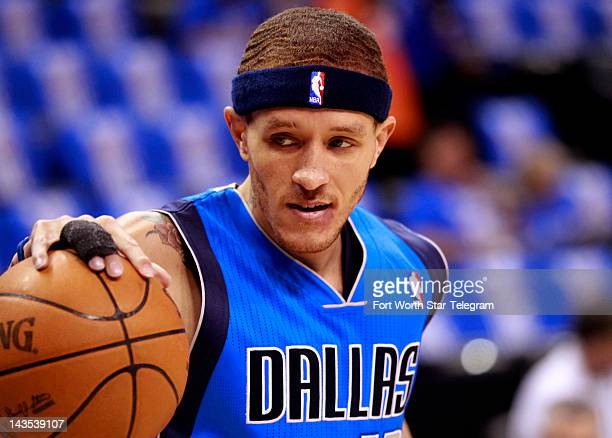 The Dallas Mavericks' Delonte West warms up prior to action against the Oklahoma City Thunder in Game 1 of the NBA's Western Conference firstround...