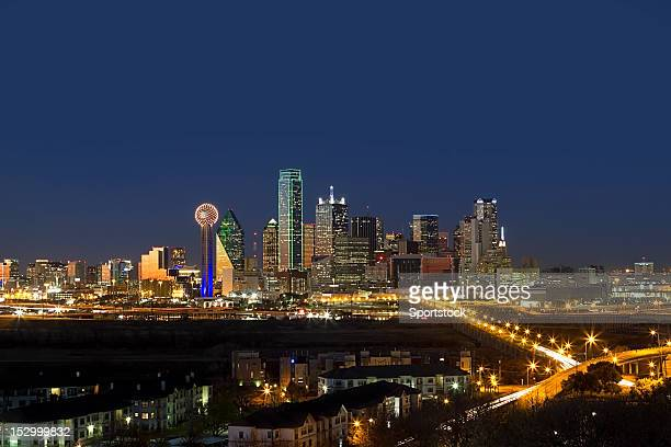 the dallas skyline at night in texas - dallas stock pictures, royalty-free photos & images
